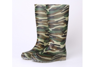 China 101-7 camouflage non safety rain boots factory
